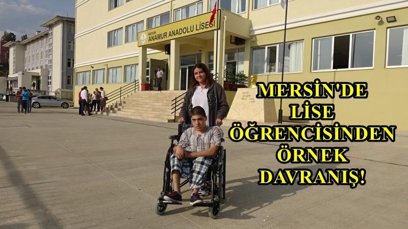 Engelli arkadaşına tekerlekli sandalye aldı!