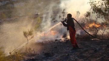 Mersin'de gece yangın çıktı!