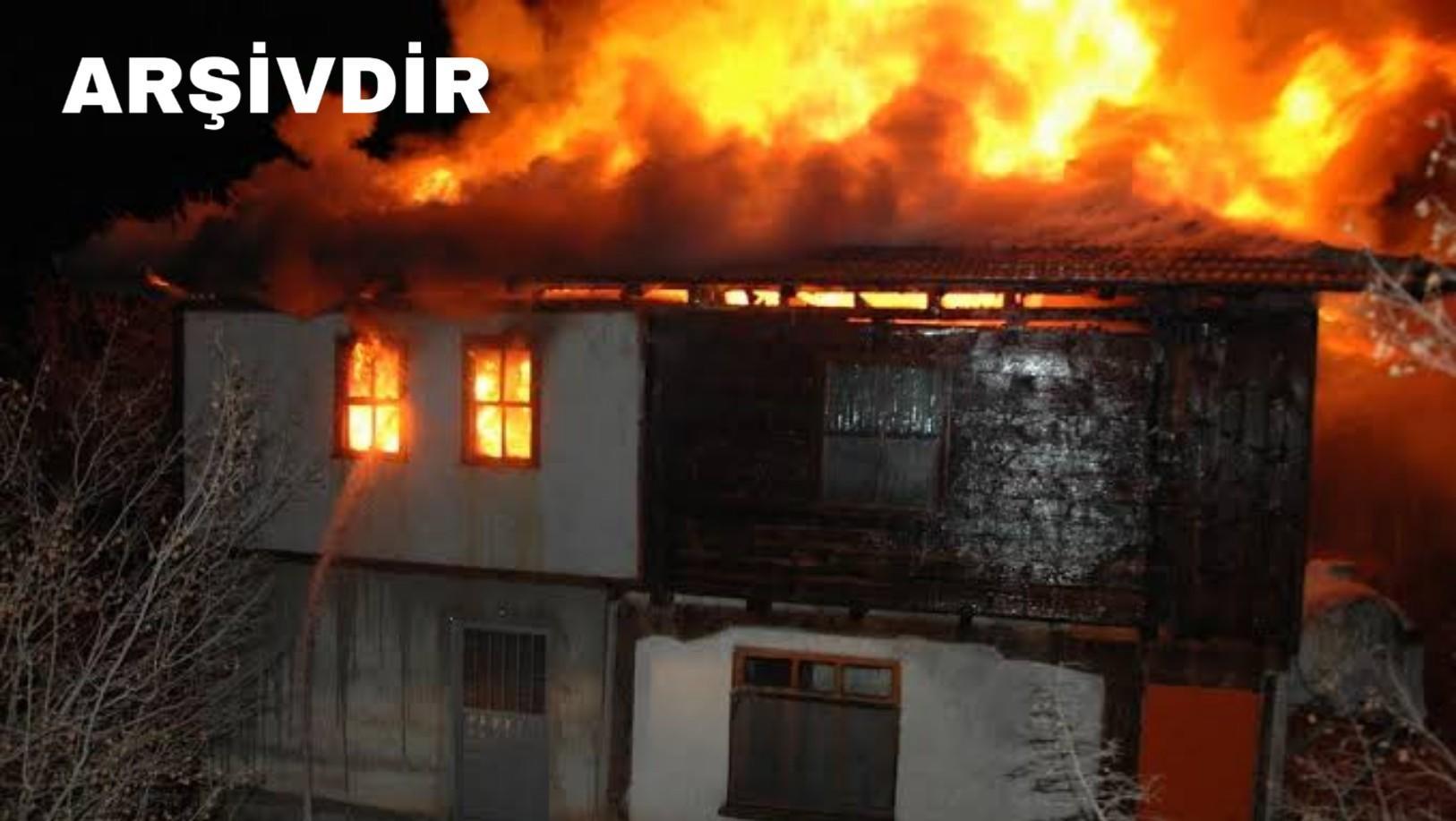 Mersin'de 2 ev yandı!