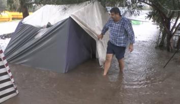 Sahilde kamp alanı ve bahçeleri su bastı