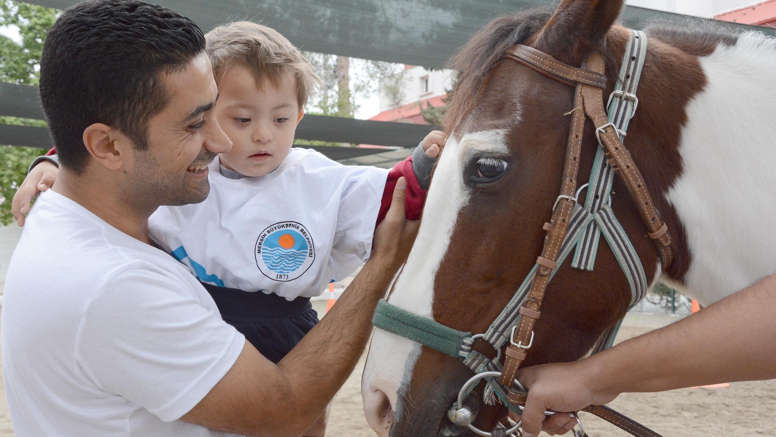 Özel çocuklara atlı terapi!