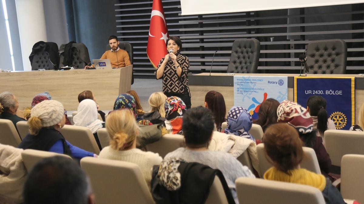 Mezitli'de kadınlara iletişim eğitimi verildi