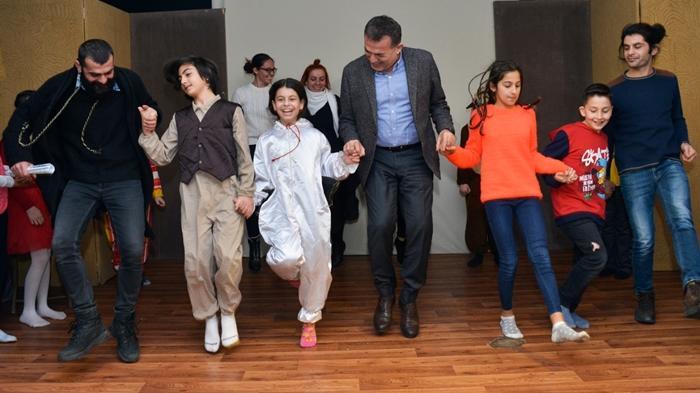 Başkan Özyiğit çocuklarla horon tepti!