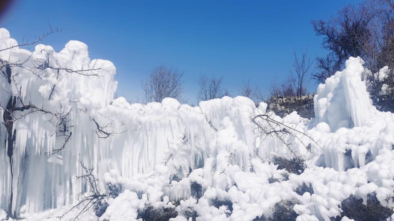 Mersin'de buzul manzarası
