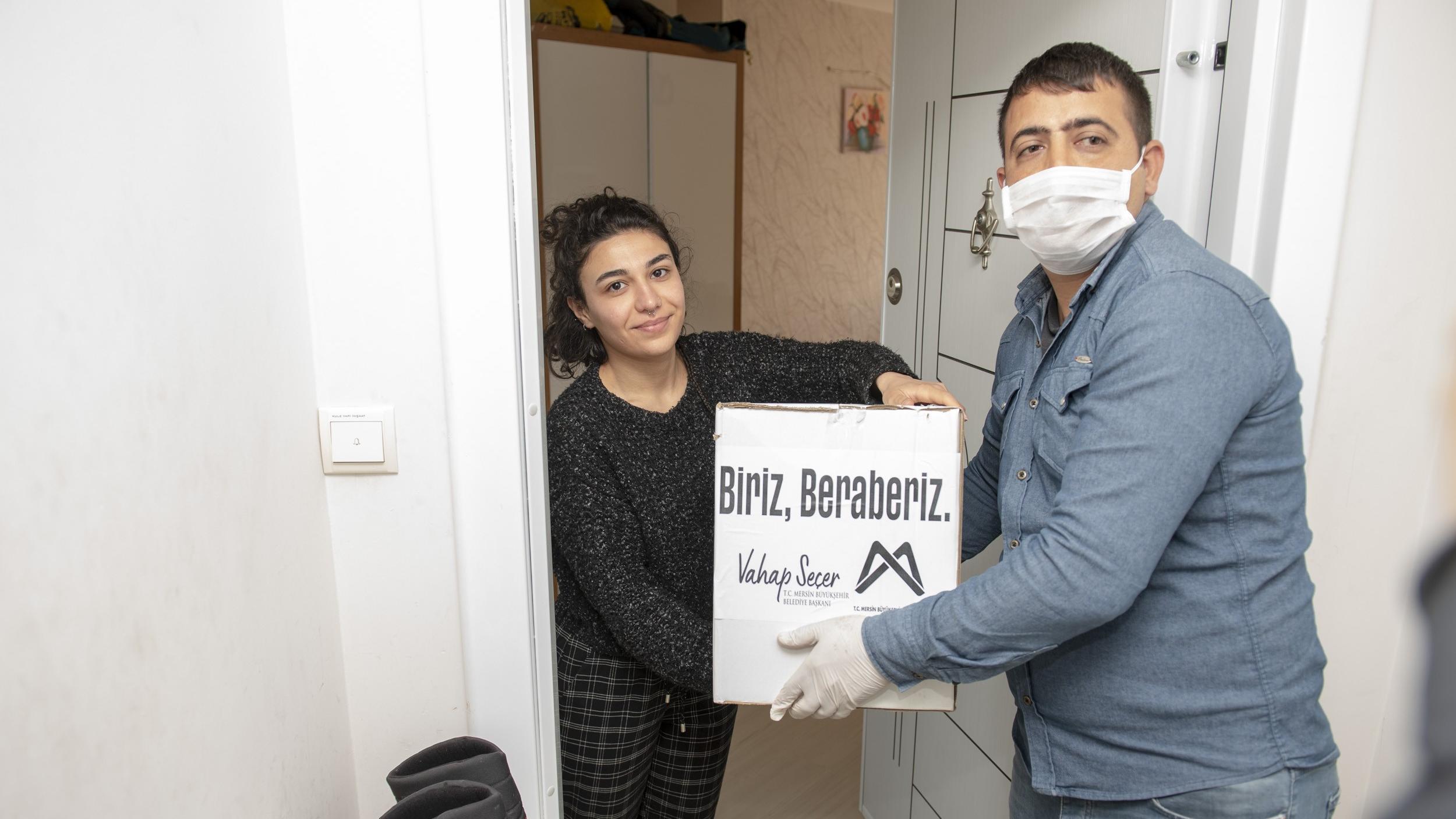 Azerbaycanlı öğrencilere gıda yardımı