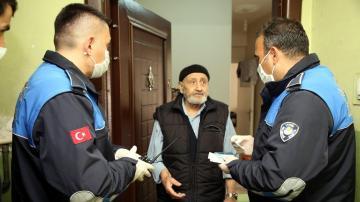 Akdeniz zabıtası yaşlıların hizmetinde