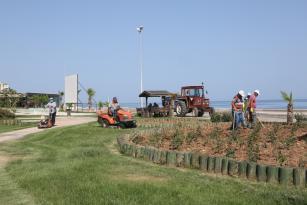 Erdemli'de park ve bahçeler düzenleniyor