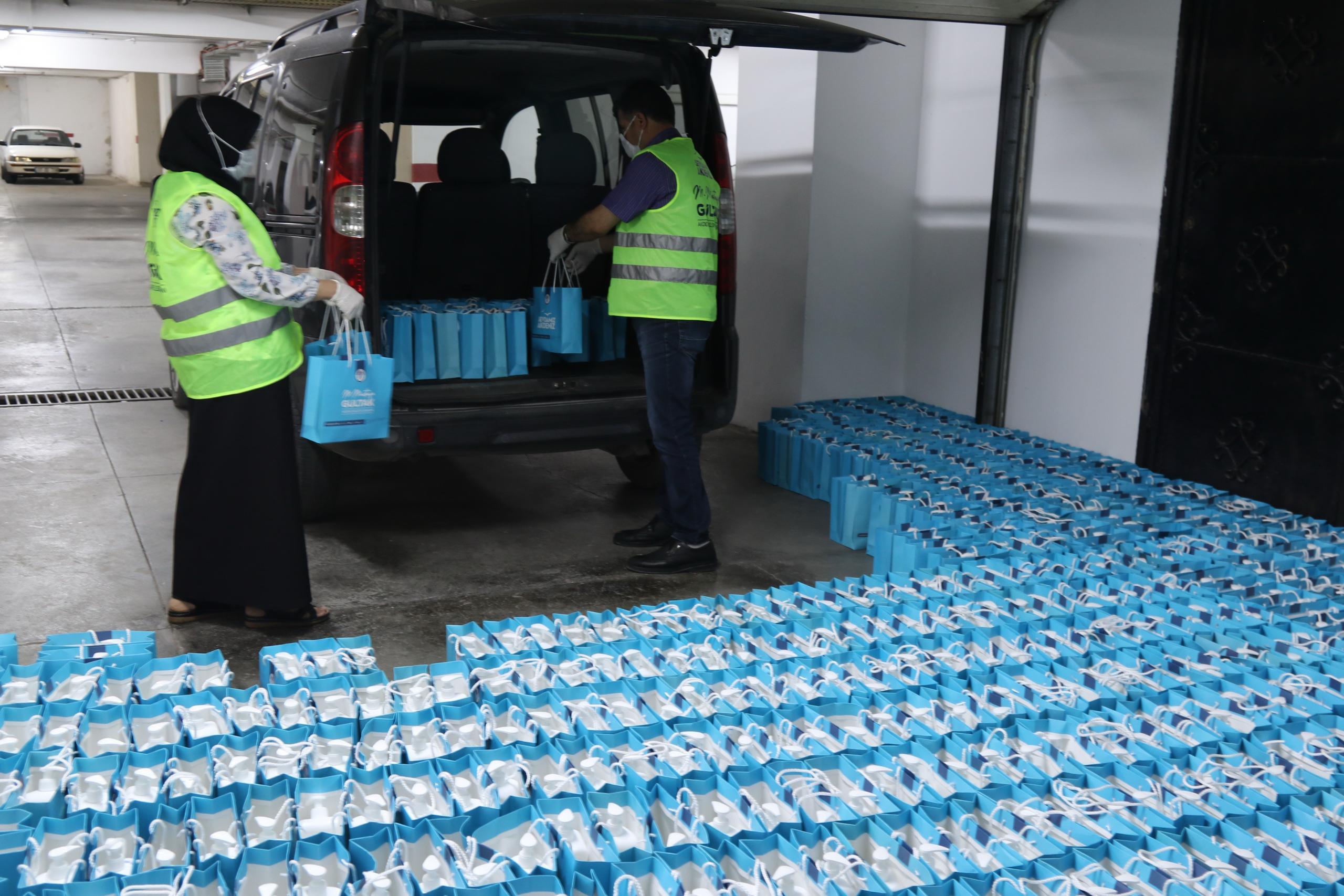 Akdeniz'den kuaförlere dezenfektan desteği
