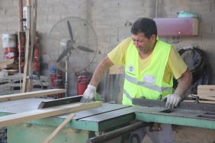 Erdemli, kent mobilyasını kendi üretiyor