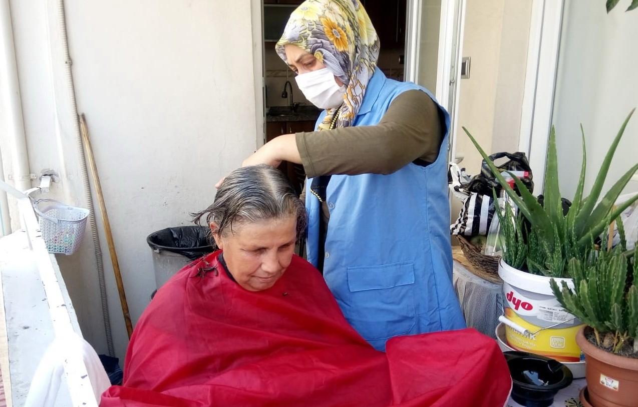 Akdeniz'de, yaşlı ve engelliler yalnız bırakılmıyor