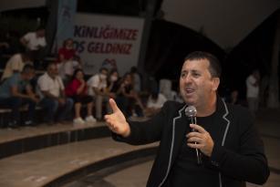 'Komik Gazino' gösterisiyle sahil şenlendi