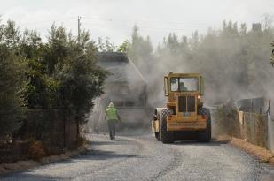 Büyükşehir, Tarsus ve Çamlıyayla'da asfaltlama çalışması yapıyor