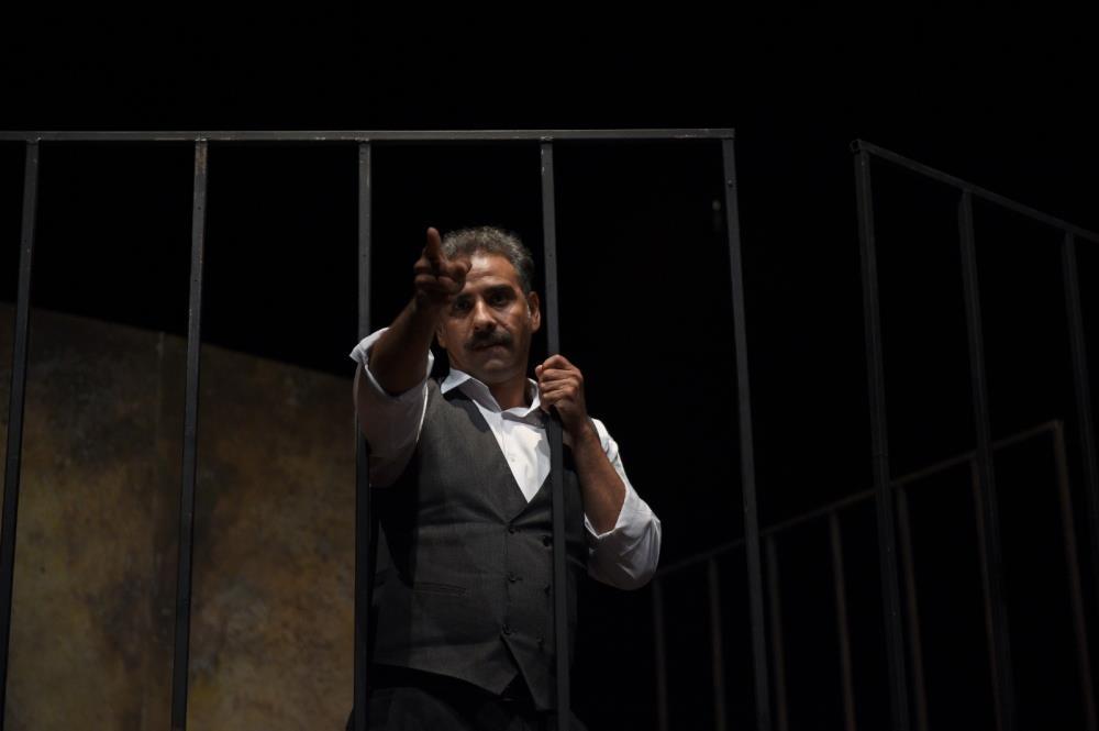 Mersin Şehir Tiyatrosu, 'Aslolan Hayattır' oyununu Adana'da sahneledi