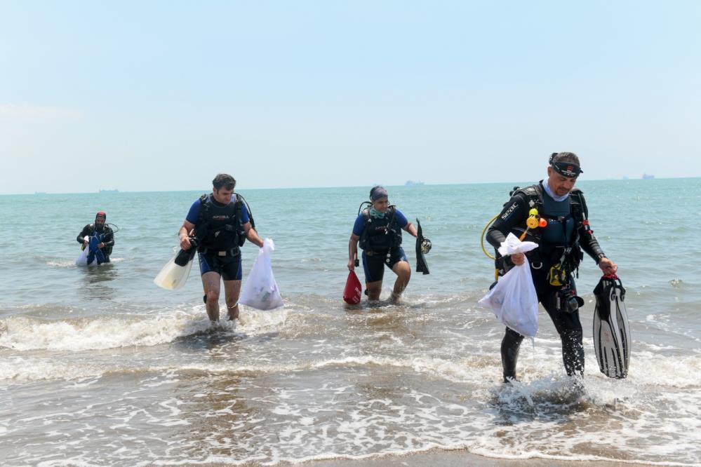 Denizden 4 saatte kilolarca atık çıkarıldı