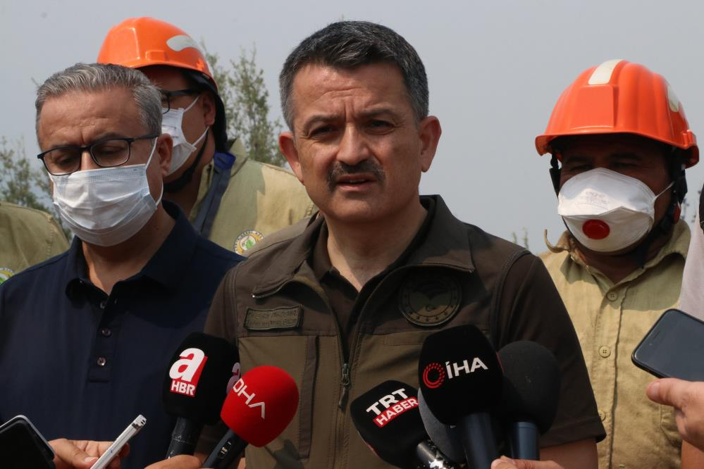 """Bakan Pakdemirli: """"Mersin ve Hatay'daki yangınlar kontrol altına alındı"""""""