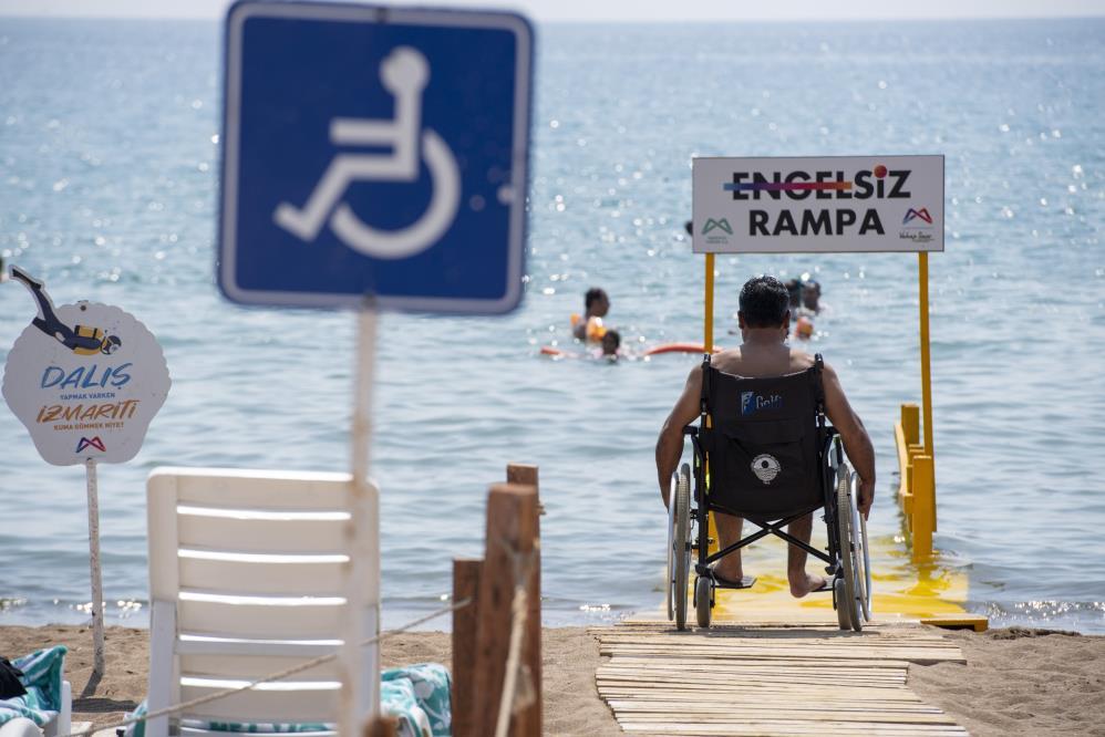 Plajlara 10 yeni engelsiz rampası daha yerleştirildi