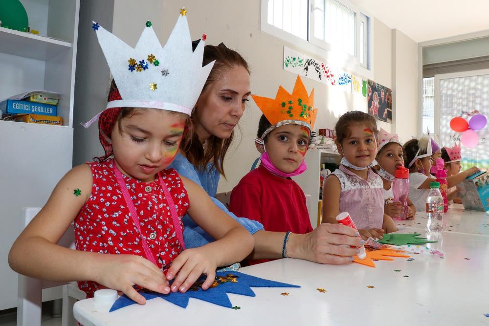 Kız çocukları, atölye etkinlikleriyle öğrenirken eğlendi